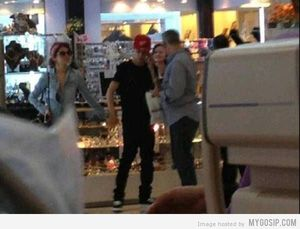 Justin Beiber & Selena at Wangsa Walk Mall (WWM)